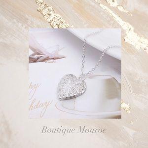 Jewelry - Gorgeous Silver Heart Locket ❤️❤️